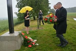 Přerov si připomněl 75 let od masakru na Švédských šancích - hromadné popravy 267 karpatských Němců. Pietní akty se konaly na městském hřbitově a na kopci za městem zvaném Švédské šance.