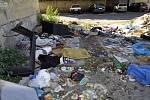 Říjen 2013. Chátrající Škodova ulice v Přerově jako zázemí pro bezdomovce a obří smetiště