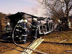 Požár zahradní chatky v Čekyni u Přerova