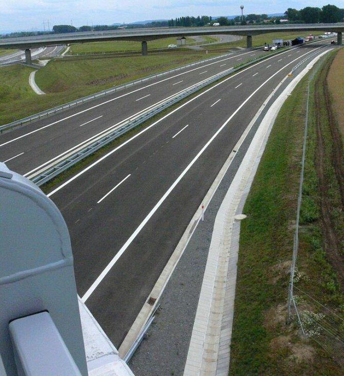 Dálnice D1 mezi Hulínem a Říkovicemi