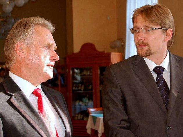 Primátor Přerova Jiří Lajtoch (ČSSD) a ministr dopravy Pavel Dobeš (VV)