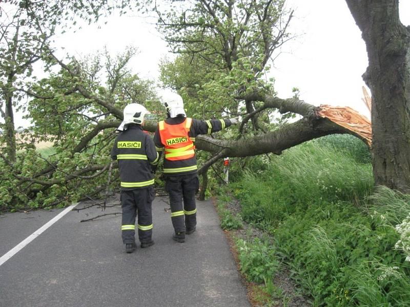 Řádění čtvrtečního silného větru na Lipnicku a Přerovsku
