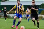 Fotbalisté Kozlovic (v modrožlutém) proti Dolnímu Benešovu