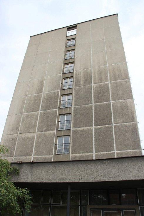 Chátrající hotel Strojař v Přerově