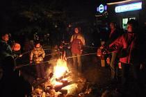 Lampionový průvod za strašidly na Velké Laguně navštívil rekordní počet lidí.