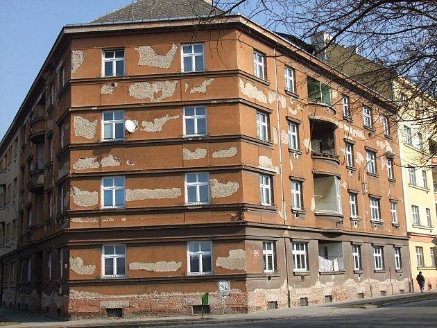 Zchátralé domy v chudinské čtvrti u přerovského nádraží - Denisova ulice
