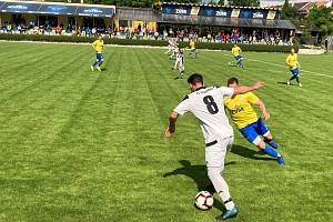 Fotbalisté Želatovic (v bílém) mají z prvního utkání pouze bod. Ilustrační foto.