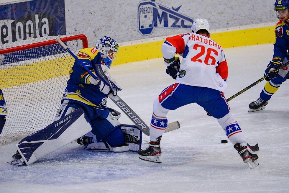 Hokejisté Přerova (v modrém) proti Třebíči.