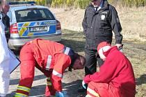 Tělo muže, který nejspíš utonul v říčce Moštěnce v obci Radkovy, vyprošťovali v úterý 22.3.2011 dopoledne přerovští hasiči. Přivolaný lékař záchranné zdravotnické služby mohl již pouze konstatovat smrt.
