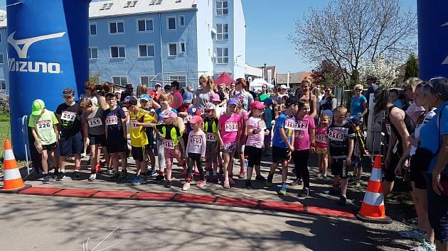 Na start se v u sokolovny v Oseku postavilo 150 běžců, kteří se rozhodli podpořit dobrou věc