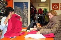 Někteří zákazníci přicházeli po Vánocích do obchodů v Přerově vyměnit dárky, kterými se netrefili do vkusu svých blízkých.