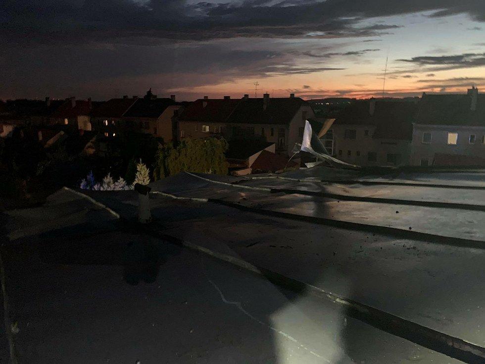 Hasiči zasahují u následků bouřky na Přerovsku, 28.7.2020