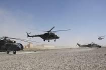 Přes tisíc hodin strávili vojáci ve vzduchu nad Afghánistánem