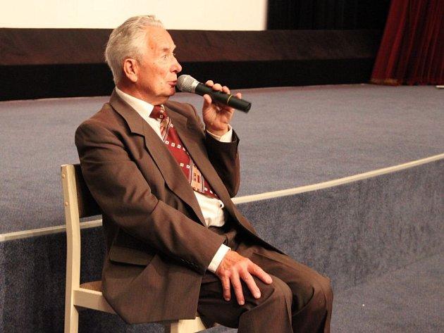Karel Březina žije v Tršicích celý život. Vzpomínky na rodinu Wolfových jsou dodnes živé