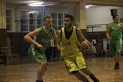 Basketbalisté Přerova (ve žlutém) proti TJ Šumperk B. Daniel Perz