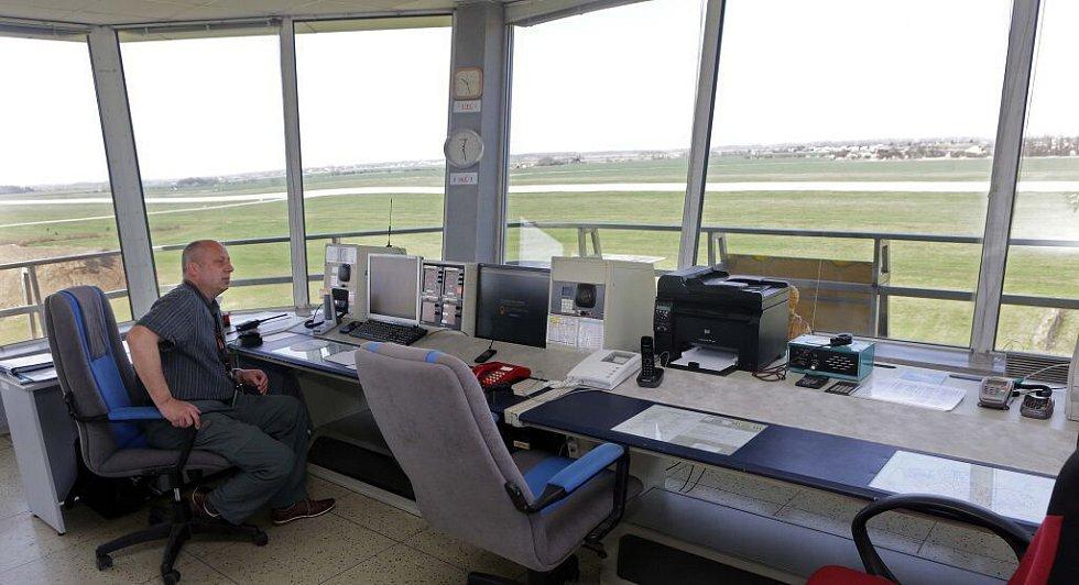 Řídící věž letiště v Bochoři