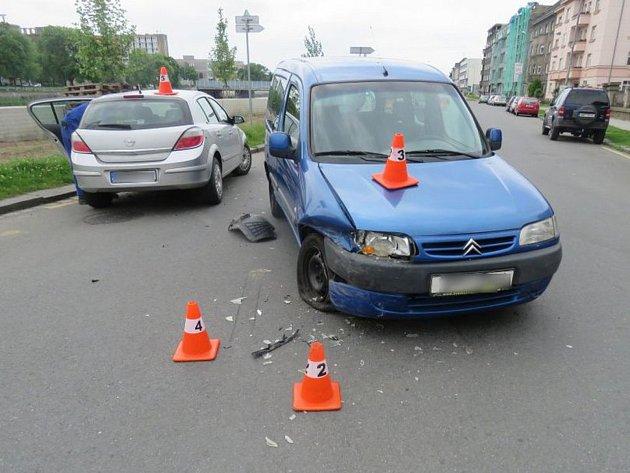 Ke srážce dvou osobních aut došlo ve středu na nábřeží Edvarda Beneše v Přerově.