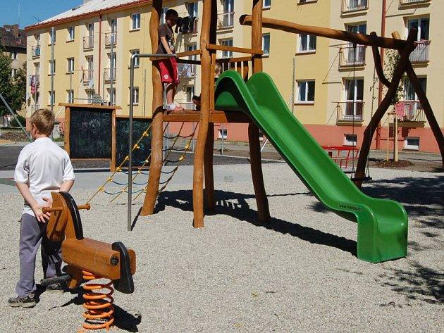Nové dětské hřiště se v těchto dnech dokončuje na Jižní čtvrti v Přerově