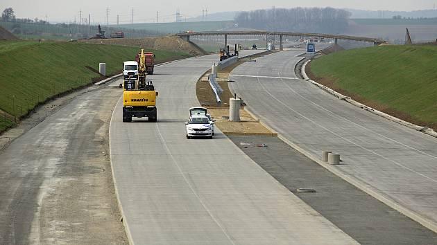 Stavba dálnice D1 v úseku Trnávka - Přerov. 16. dubna 2019