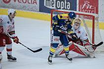 Hokejisté Přerova (v modrém) porazili Slavii Praha 4:2.