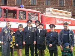 Hasiči a hasičky z Brodku u Přerova