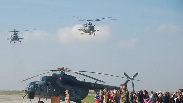 Na misi ISAF do Afghánistánu odlétají nyní vojáci čtvrtého kontingentu z přerovské vrtulníkové základny