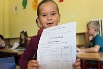 Vysvědčení dostali už v pátek žáci první A na Základní škole Velká Dlážka v Přerově.