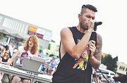 Muzikanti z přerovských kapel se rozhodli vzdát hold tragicky zesnulému frontmanovi americké kapely Linkin Park Chesteru Benningtonovi. Na vzpomínkový koncert se do Přerova ve čtvrtek 3. srpna sjely stovky lidí