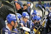 V hokejové Chance lize Kladno (v modrém) přehrálo Přerov