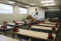 Žáci z přerovské základní školy Želatovská se mohou od září v dílnách těšit na nové pracovní desky