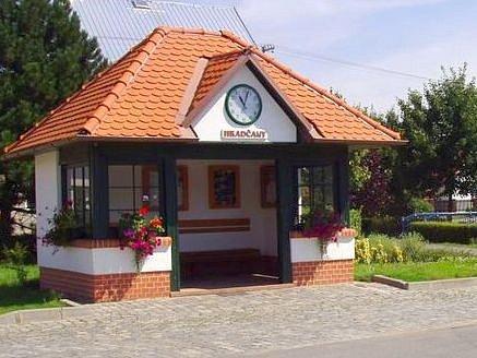Autobusová zastávka v Hradčanech