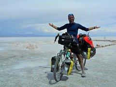 Cestovatel a hudebník Pavel Kadlíček z Rokytnice u Přerova projel před dvěma lety na kole Patagonii. Vánoce prožil v Bolívii.