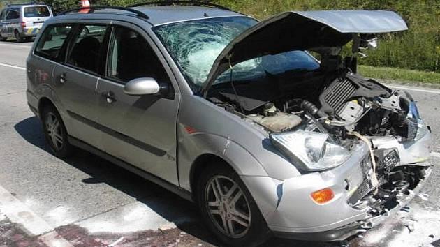 Srážka několika aut ve středu dopoledne na nebezpečné křižovatce Na Horecku u Lipníka nad Bečvou si vyžádala jen lehká zranění.