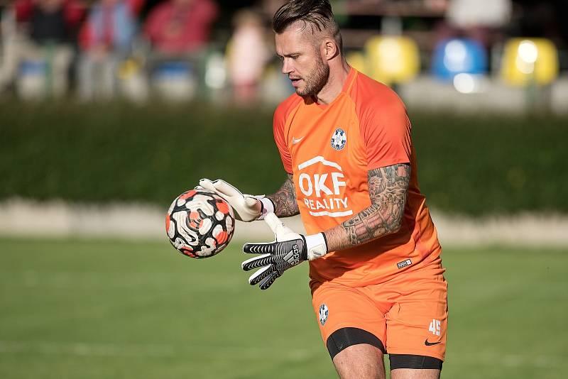 Fotbalisté Kozlovic (ve žlutém) porazili 3:0 Šumperk. Petr Kadlec
