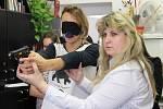 Střelbu z laserové zbraně, čtení Braillova písma či speciální brýle simulující vady zraku – to vše si ve čtvrtek ráno vyzkoušeli v pobočce Tyflocentra studenti Gymnázia Jana Blahoslava a Střední pedagogické školy v Přerově.