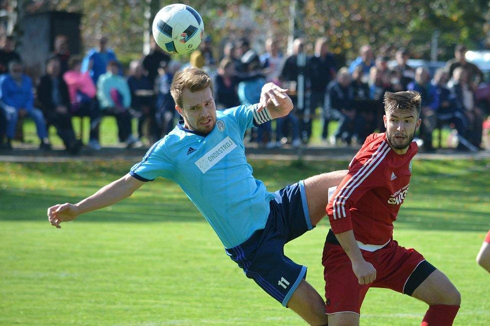 Fotbalisté Jeseníku (v modrém) proti TJ Sokol Ústí