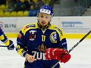 Olomoučtí hokejisté (v červeném) v dalším utkání extraligy hráli proti Jihlavě