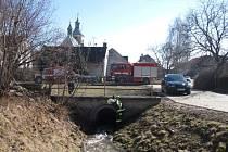 Hasiči pomáhali u záchrany topícího se chlapce v Lipníku nad Bečvou