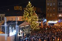 Rozsvěcení vánočního stromu na náměstí TGM v Přerově v prosinci 2019