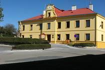 Opravený zámek v Horní Moštěnici