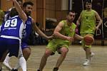 Basketbalisté Lipníku nad Bečvou (ve žlutém) proti BK Hladnov.