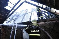 Požár zcela zničil rodinný domek v Podhoří, odhadovaná škoda je 4 miliony