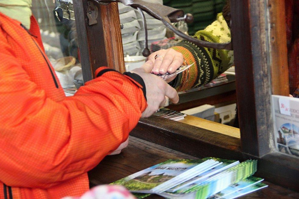 Jednačtyřicátý ročník tradičního zimního výstupu na Helfštýn