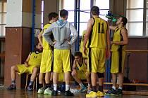 Basketbalisté Přerova (ve žlutém). Ilustrační foto