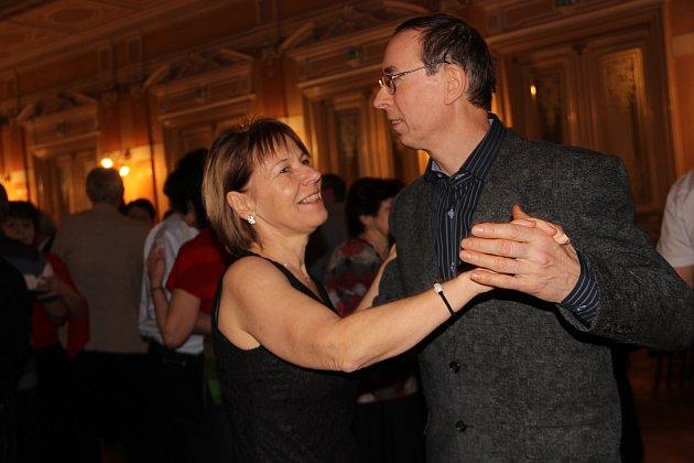 Přerované to roztočili v pátek večer na tanečním parketu v Městském domě, kde se konalo tradiční setkání Sejdeme se před Silvestrem.