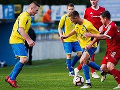 Fotbalisté FK Kozlovice (ve žlutém). Ilustrační foto