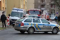 Obyvatelé panelových domů v ulici Na Odpoledni v Přerově museli být evakuováni kvůli podezření, že se v jednom z bytů nachází nebezpečný materiál.