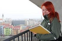 Studenti brněnské architektury si přišli ve čtvrtek prohlédnout objekt bývalého hotelu Strojař. Jejich návrhy na využití budovy se bude vážně zabývat město.