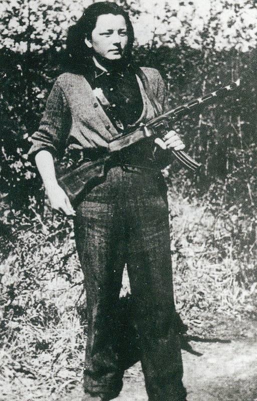 Partyzánka Božena Nyklová na rozdíl od sestry Jiřiny válku přežila.