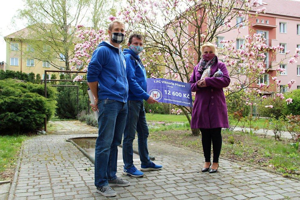 Fotbalisté 1. FC Viktorie Přerov pomáhají potřebným.